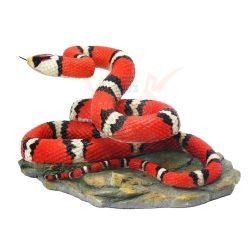 Korallkígyó szobor