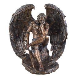 A bukott angyal Lucifer szobor