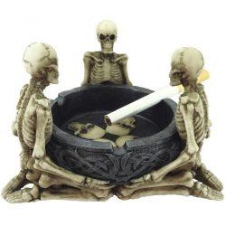 Hamutartó három csontvázzal