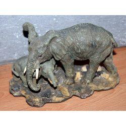 Elefánt szobor kölykével - Kifutó!