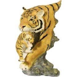 Tigris kölykével szobor