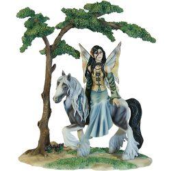 Tündér Szobor lóval a tisztáson