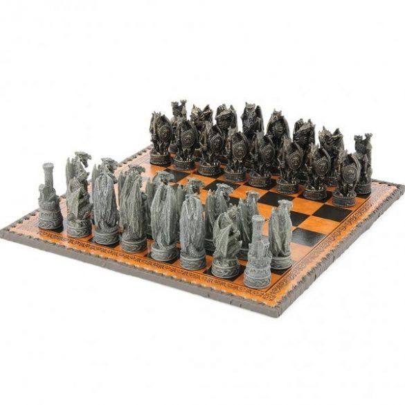 Sárkányos sakkfigura készlet /tábla nélkül