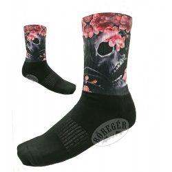 Virágos koponyás zokni
